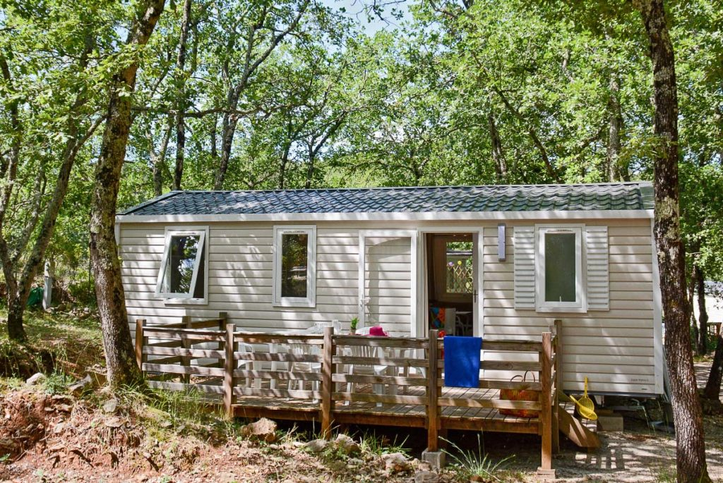 Découvrez dès maintenant les différents chalets et mobil-homes confort proposés par le camping Le Parc